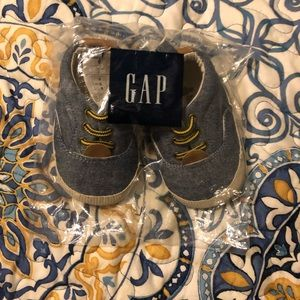 NWT Chambray Baby Shoes